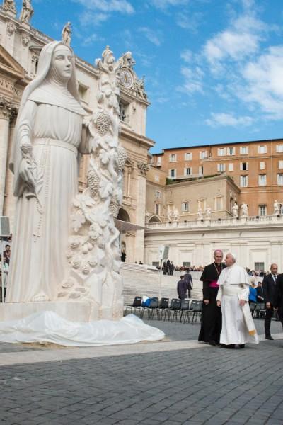 rita of cascia statue with pope