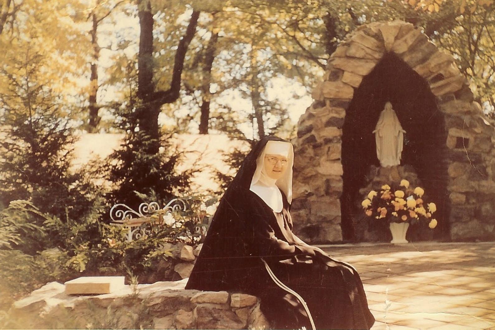 WEB-MOTHER-ANGELICA-GROTTO-RETRO-Courtesy-of-the-OLAM-Nuns