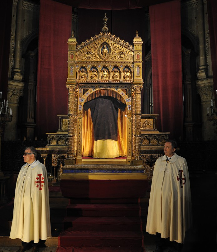 March 25, 2016 : The Holy Tunic of Christ in his showcase reliquary in the Basilica of Saint Denis Argenteuil. © Marc-Antoine Mouterde