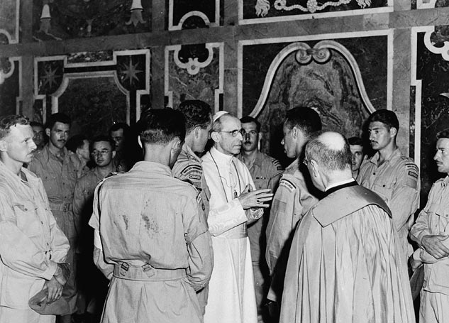 Members of the Royal 22e Regiment in audience with Pope Pius XII
