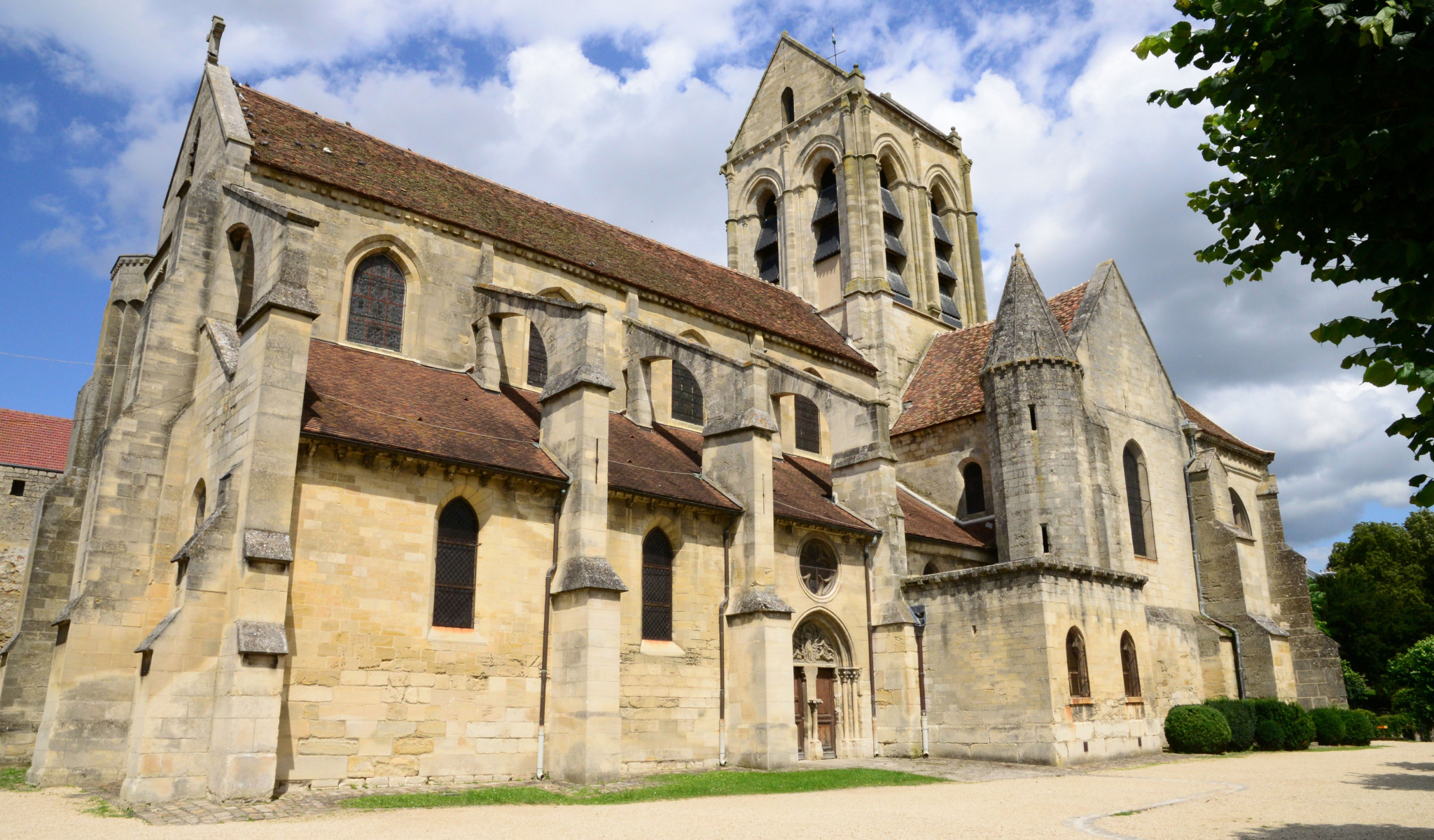 L'église Notre-Dame de l'Assomption d'Auvers-sur- Oise © Pack-Shot-Shutterstock
