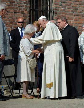 Pope meets with survivors at Auschwitz