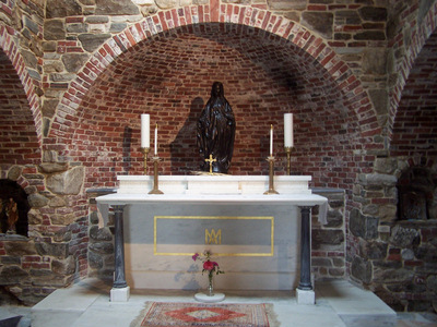 The retreat houses a Cenacle for prayer, especially dedicated to Marian devotions.