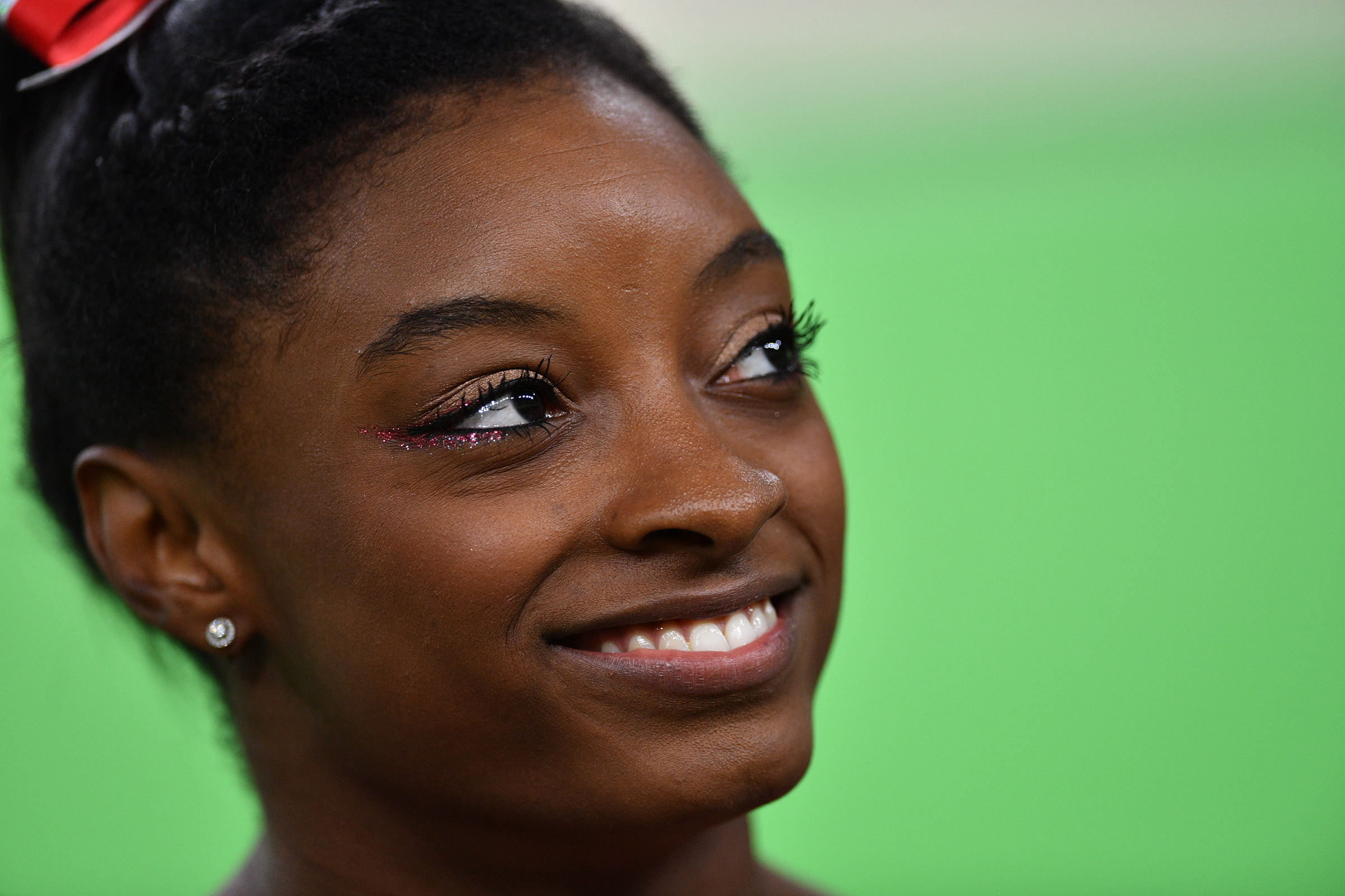 Simone Biles of the USA smiles during the Women's Vault Final at the Artistic Gymnastics events of the Rio 2016 Olympic Games at the Rio Olympic Arena in Rio de Janeiro, Brazil, 14 August 2016. Biles won the Gold medal. Photo: Lukas Schulze/dpa