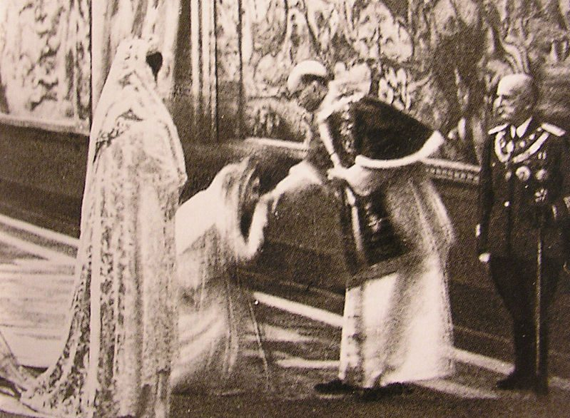 Queen Elena of Italy meets Pope Pius XII/Public Domain