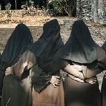 web-nuns-sister-lucy-trinity-pixabay-cc