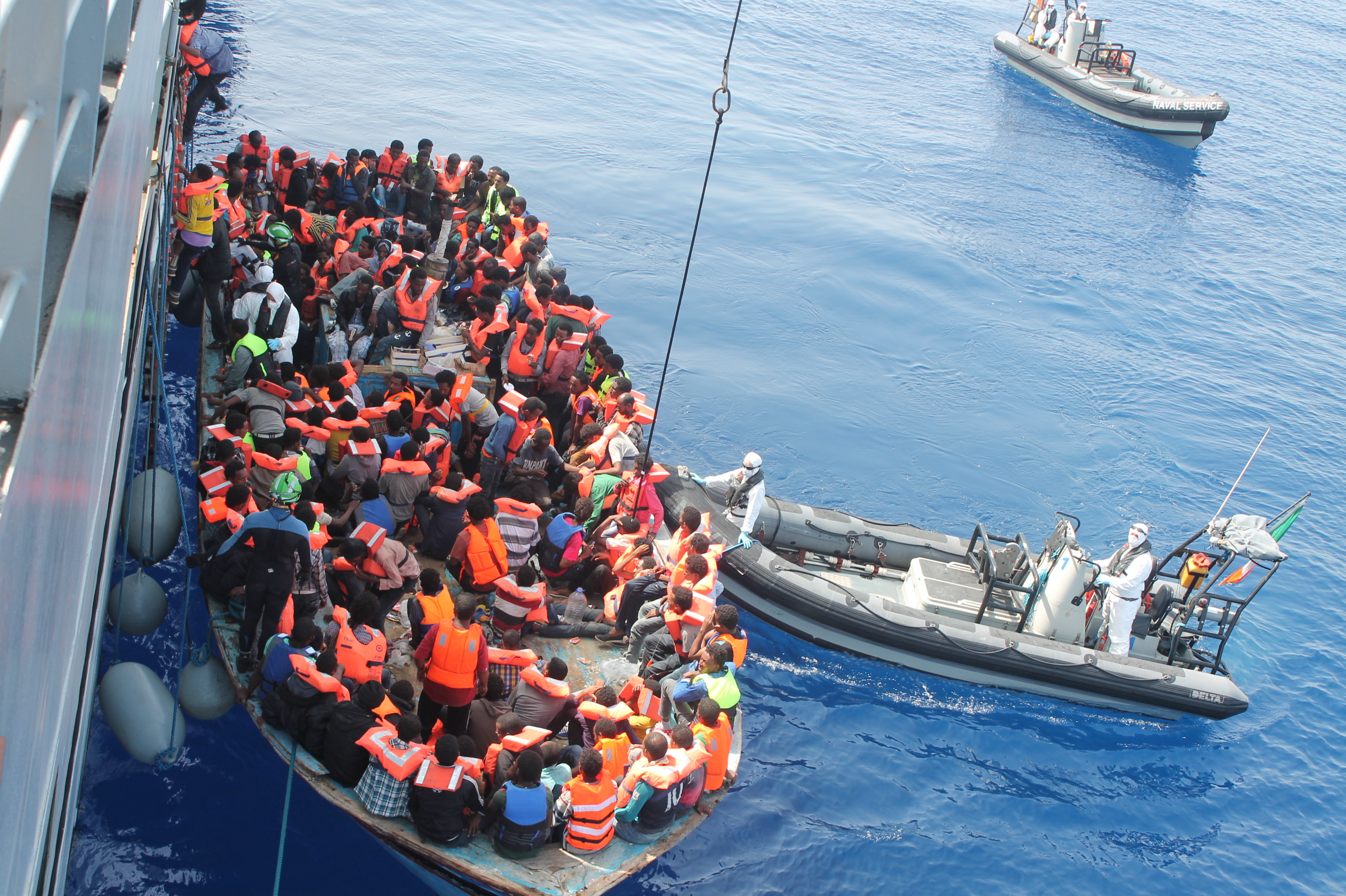 web-refugees-migrants-capsize-irishdefenseforces-cc