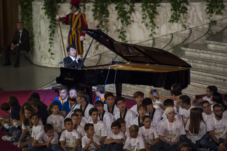 Lang Lang performs in the Vatican © Antoine Mekary / ALETEIA
