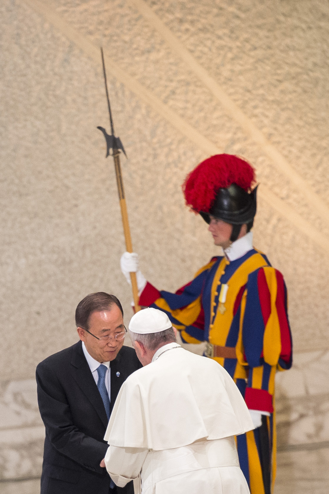 Pope Francis greets Secretary General of the United Nations, Ban Ki-moon, at Faith and Sport Conference © Antoine Mekary / ALETEIA