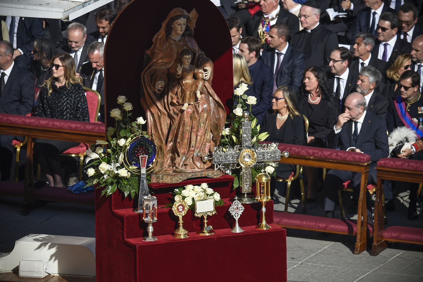 The relics of the seven new saints are exposed for veneration during the Mass of Canonization, October 16, 2016, VATICAN CITY. © Antoine Mekary / ALETEIA