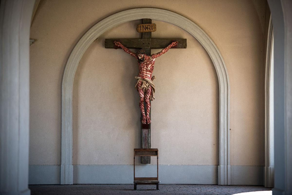 web-hanceville-shrine-crucified-christ-cross-jeffrey-bruno-for-ewtn
