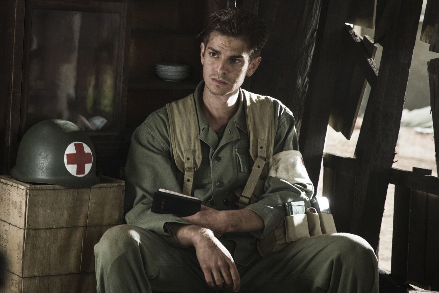 web-hacksaw-ridge-movie-2016-still-002-cross-creek-pictures-promo