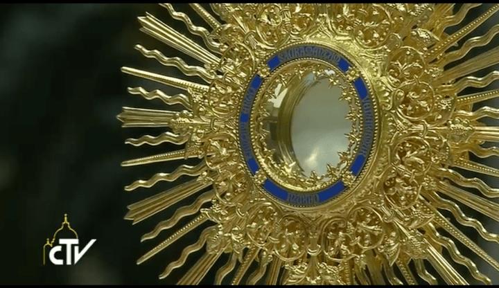 eucharistic-benediction