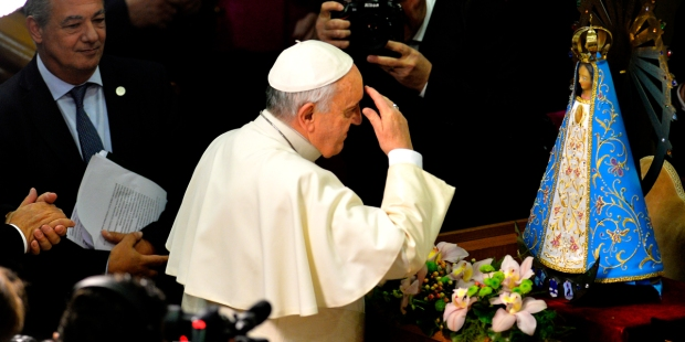 Pope Francis makes sign of the cross