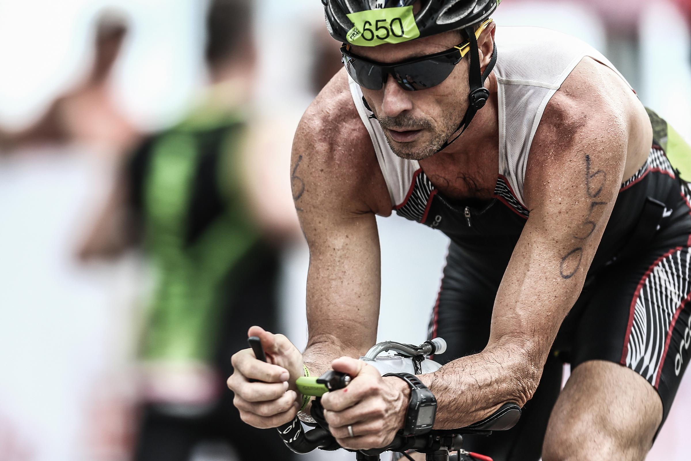 CYCLIST TRIATHLON RACE