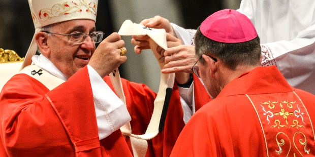 POPE FRANCIS,PALLIUM,BISHOP