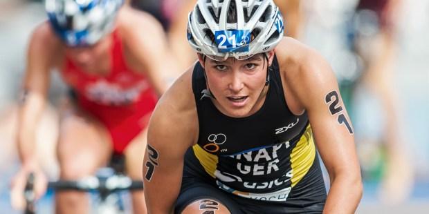 WOMAN TRIATHLON RACE CYCLE