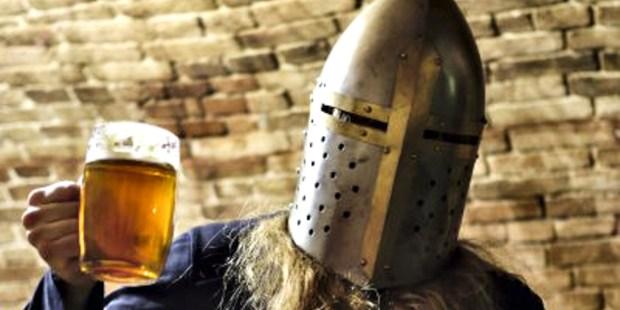 KNIGHT WITH MUG OF BEER