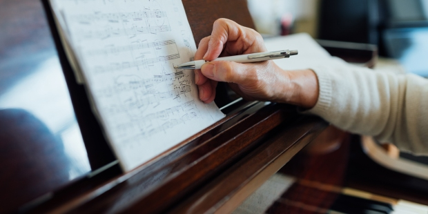 PIANO,HAND,SHEET MUSIC