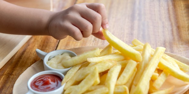 FRENCH FRIES,HAND,CHILD