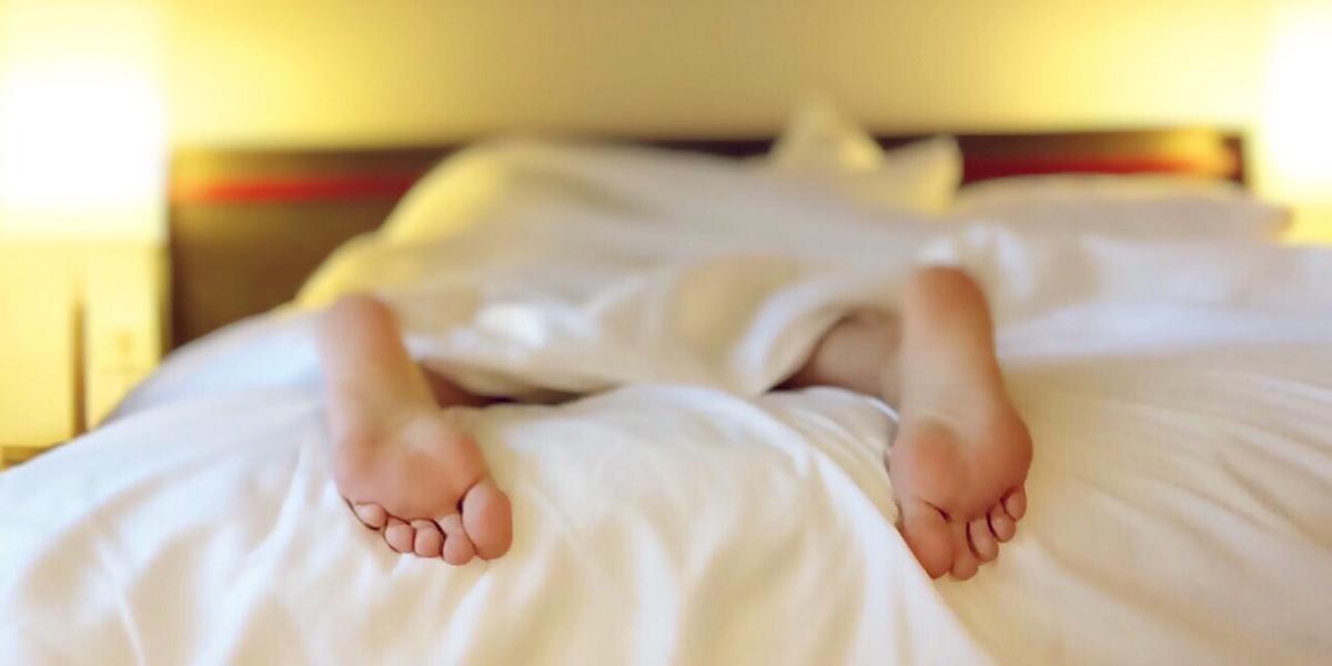 SLEEP,BED,FEET