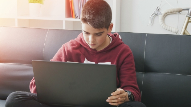 PRETEEN,BOY,COMPUTER