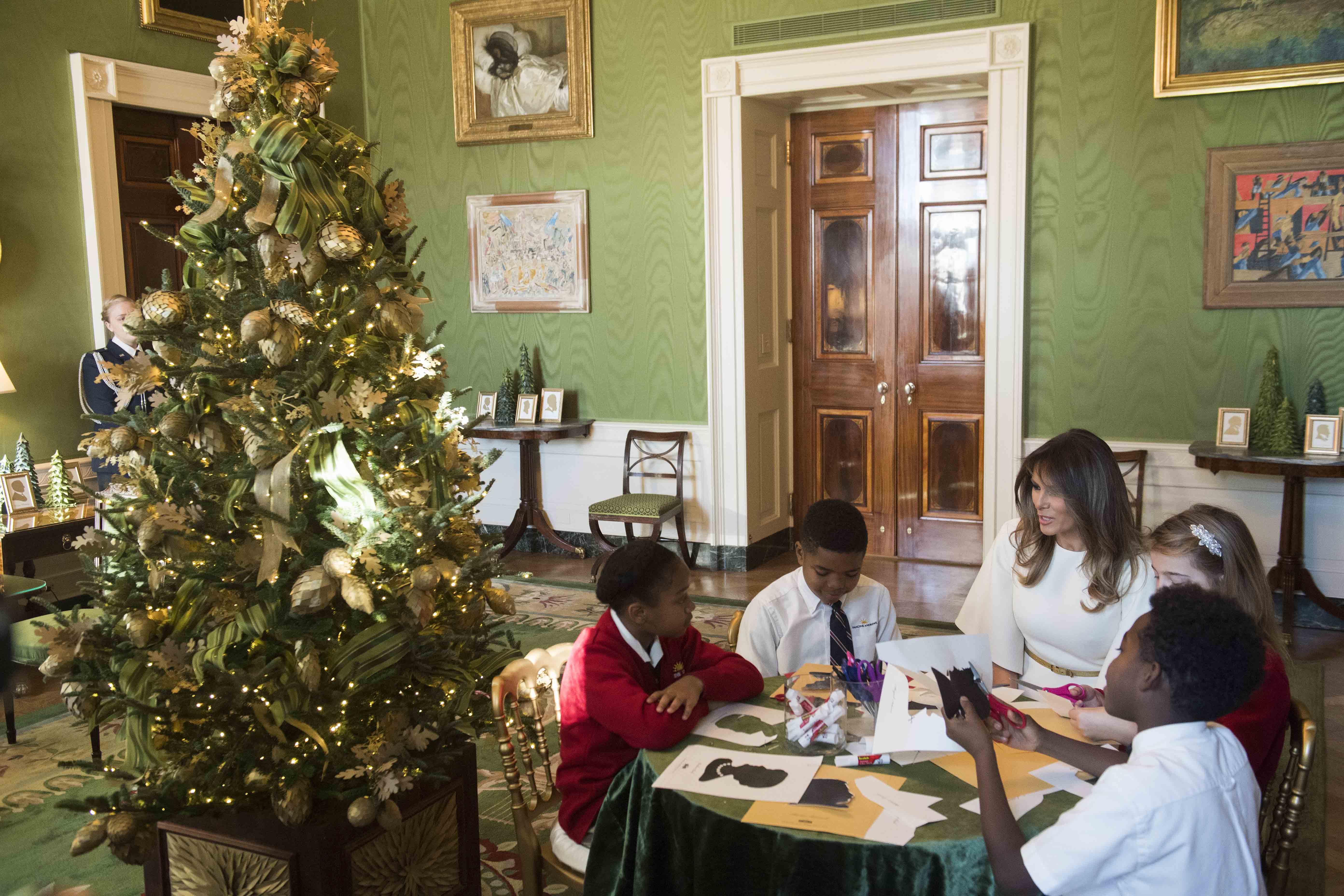 WHITE HOUSE,CHRISTMAS DECORATIONS,MELANIA TRUMP,2017