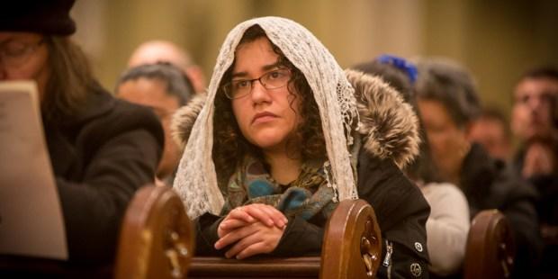 WOMAN,PRAYER,KNEELING,MASS