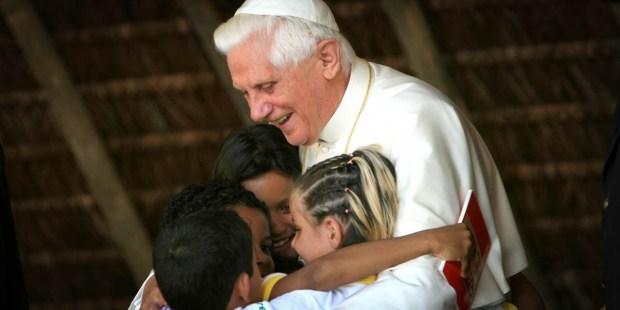 POPE BENEDICT WITH CHILDREN
