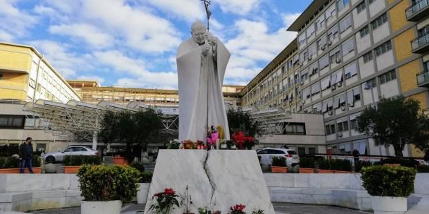 Statue John Paul II
