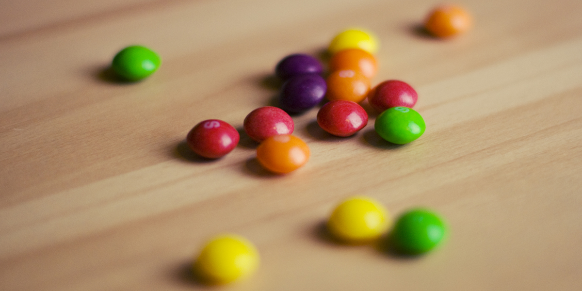 SKITTLES,CANDY,TABLE
