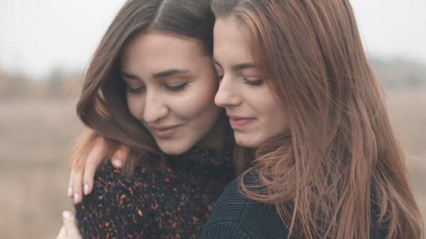 FRIENDS,HUGGING
