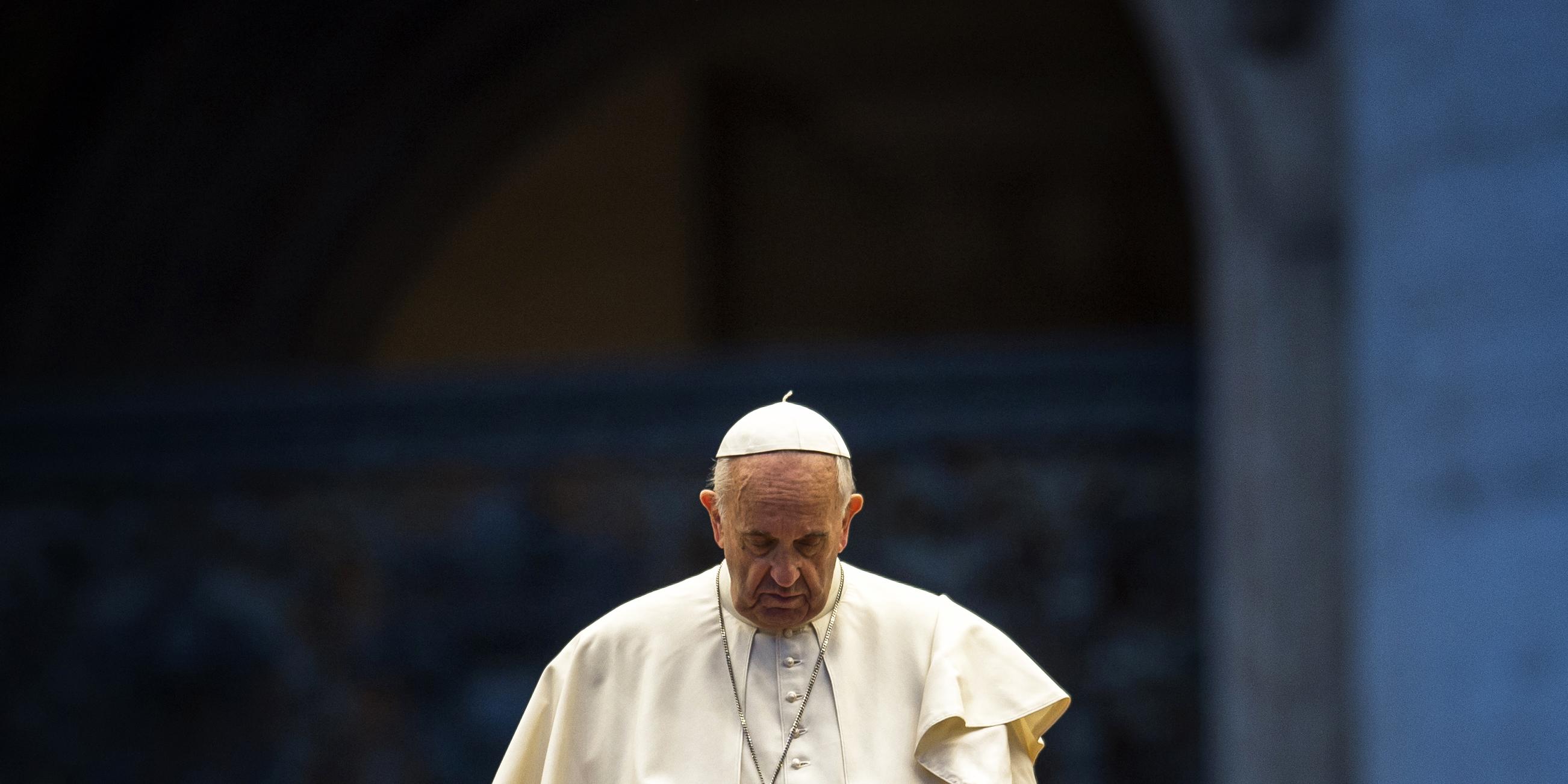 POPE PRAY