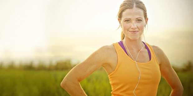 HAPPY,WOMAN,EXERCISING,OUTDOORS