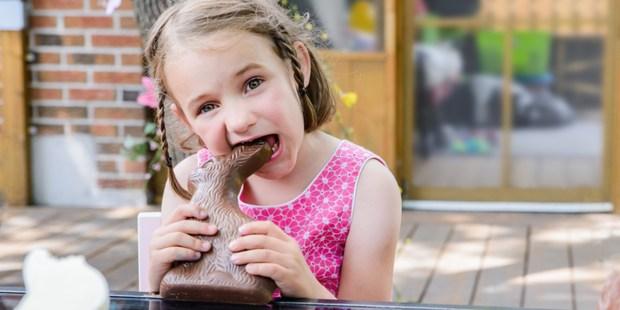 CHOCOLATE,EASTER,BUNNY,LITTLE,GIRL