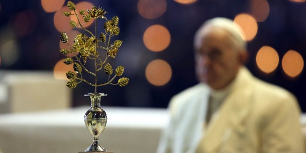POPE FRANCIS,GOLDEN ROSE