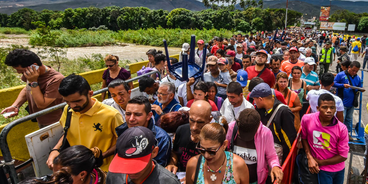 PEOPLE CROSSING THE BORDER
