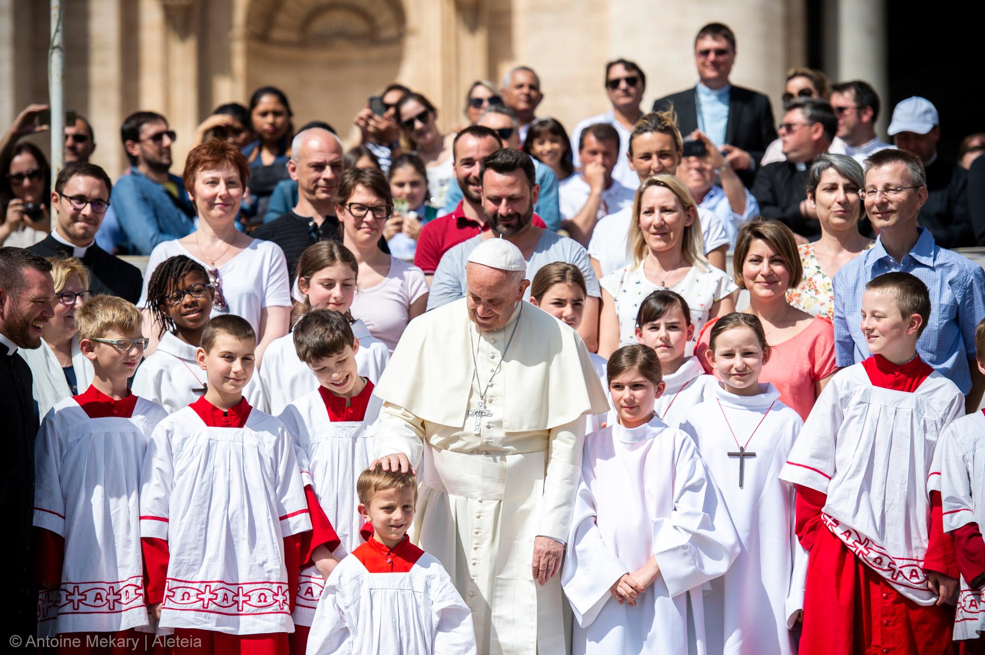 POPE FRANCIS,ALTAR SERVERS