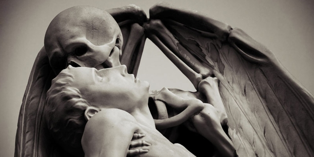 KISS OF DEATH,STATUE
