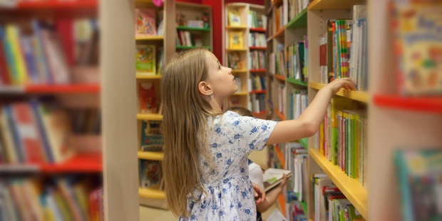 GIRL,BOOKS,LIBRARY