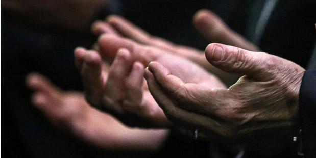 PRAY,REFUGEES