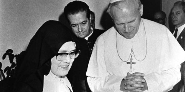 (slideshow) Rarely seen photos of fatima visionaries Lucia Jacinta and Francisco