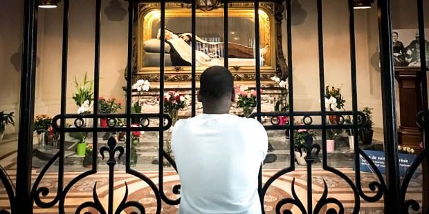 MAN,PRAYING,ST THERESE