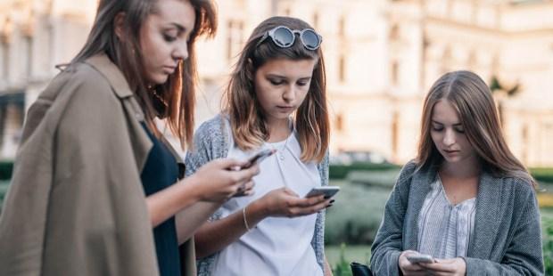 TEENS ON PHONES