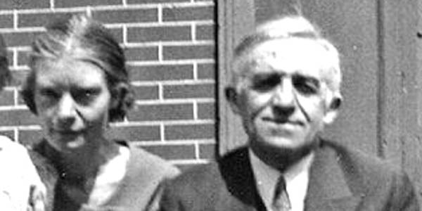 DOROTHY DAY,PETER MAURIN