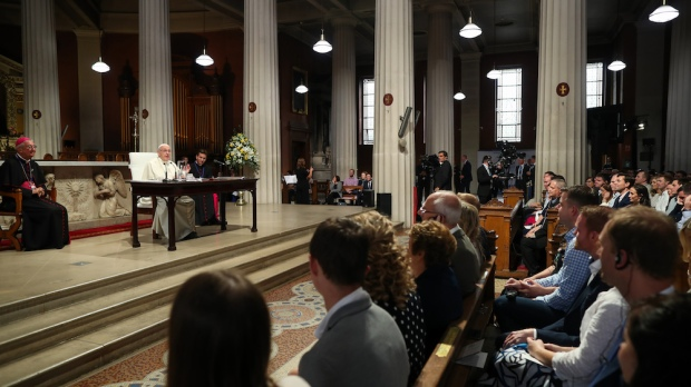 POPE FRANCIS CATHEDRAL COUPLES