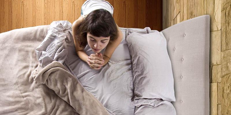 GIRL PRAYING,BED