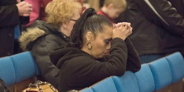 WOMAN,PRAYING,MASS