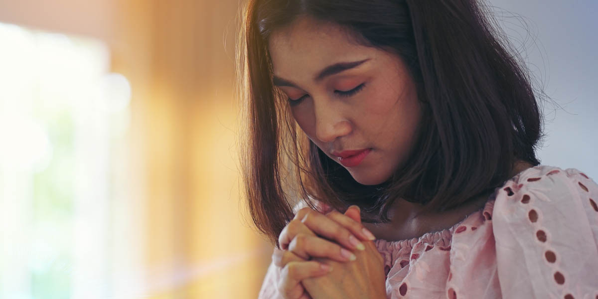 WOMAN,PRAYING