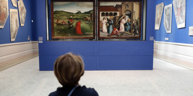 CHILD LOOKING AT PAINTINGS